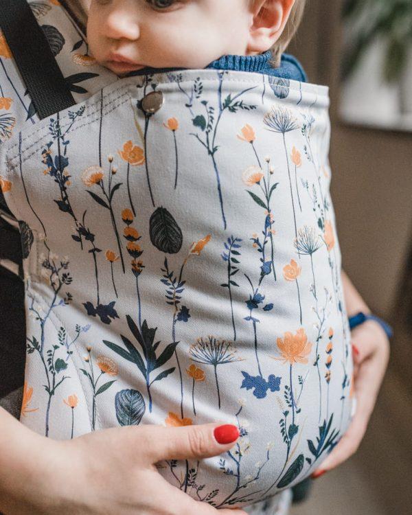 Nosidło z regulowanym panelem Keiki Hug – Autumn Meadow