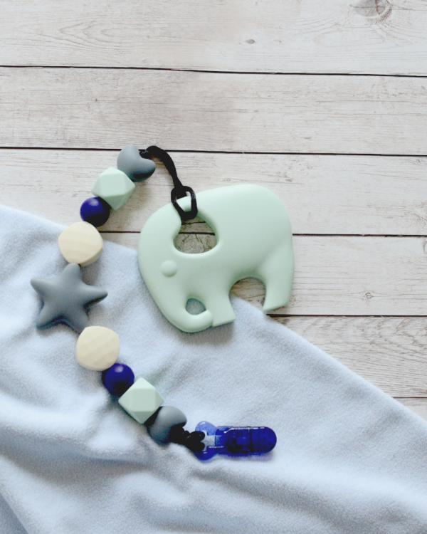 Smycz kremowa z gryzakiem miętowy słoń (Gryzole)